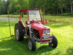 Traktor mit Balken-Mähwerk